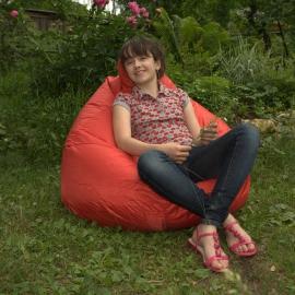 На кресле-груше в тише летного сада!